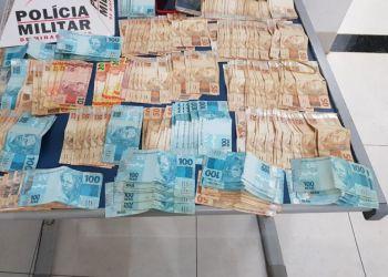 Montes Claros - PM prende três pessoas da mesma família; equipe também apreendeu R$ 16 mil e drogas